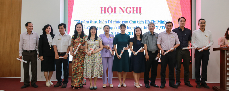 http://ueh.edu.vn/images/upload/editer/051719_hoi%20nghi%20so%20ket%20chi%20thi%2005_-13.JPG
