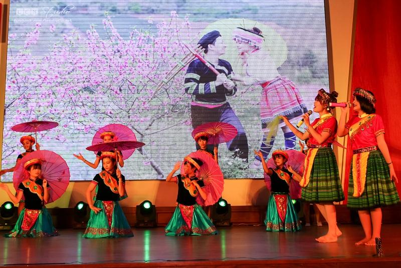Đại học Kinh tế TP.Hồ Chí Minh: Lễ tuyên dương Sinh viên 05 tốt năm 2016 chào mừng 67 năm Ngày truyền thống học sinh, sinh viên (09/01/1950 – 09/01/2017)